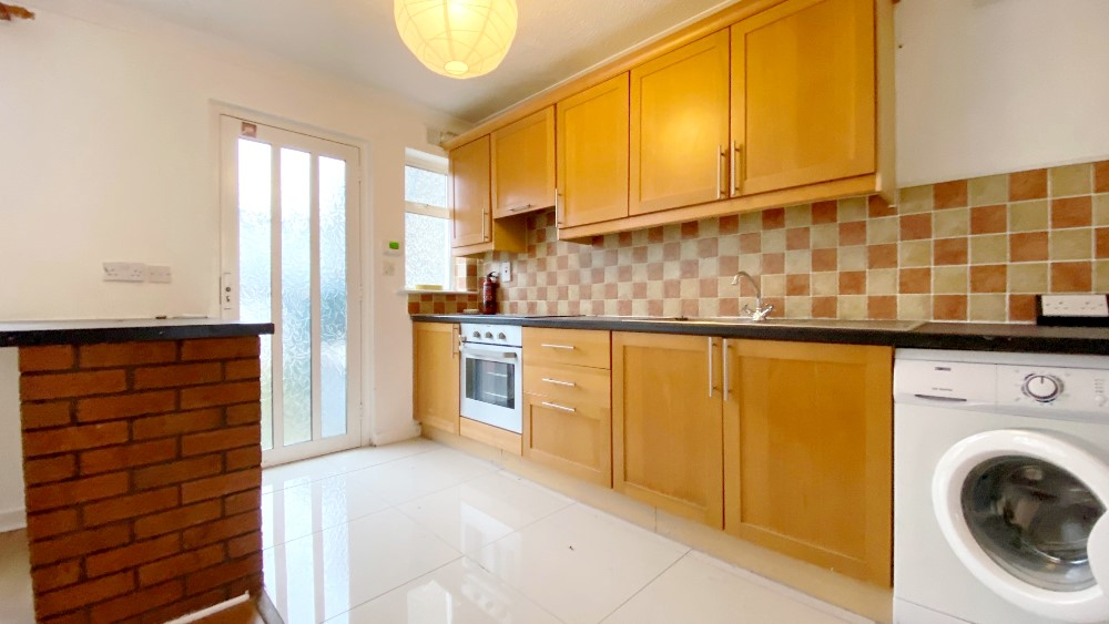 1alderwoodclose kitchen