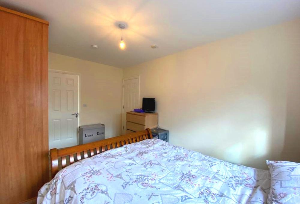 26 The Court, Newtown Manor bed 1.1